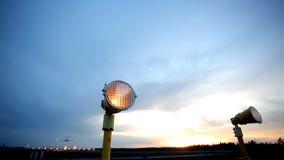 Het vliegtuig gaat boven over stock footage