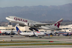 Het vliegtuig Internationaal Los Angeles van Qatar Airways Boeing 777-200 Stock Foto