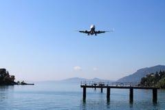 Het vliegtuig landt Royalty-vrije Stock Afbeelding