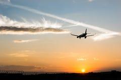 Het vliegtuig landt Royalty-vrije Stock Afbeeldingen