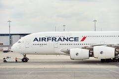 Het vliegtuig van Air France A380 op Charles de Gaulle International Airp stock foto