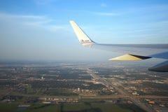 Het vliegtuig van American Airlines over Dallas Royalty-vrije Stock Afbeeldingen