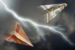 Het vliegtuig van de euro en van de dollar stock afbeelding