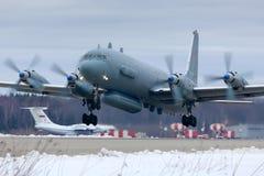 Het vliegtuig van de Ilyushin IL-20M rf-93610 verkenning stijgt bij de Luchtmachtbasis van Kubinka op royalty-vrije stock afbeeldingen