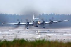 Het vliegtuig van de Ilyushin IL-20M verkenning stijgt bij de Luchtmachtbasis van Kubinka op stock afbeelding