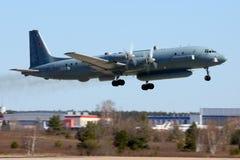 Het vliegtuig van de Ilyushin IL-20M 90924 verkenning stijgt in Zhukovsky op royalty-vrije stock fotografie