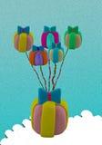 Het vliegtuig van de klei het hangen door giftballon op blauw Stock Foto's