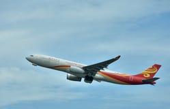 Het vliegtuig van de Luchtvaartlijnenvliegtuig van Hongkong departuring Stock Afbeeldingen