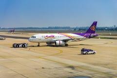 Het vliegtuig van de Thaise Glimlach stock afbeelding
