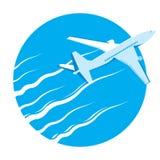 Het vliegtuig van de vliegtuigpassagier in blauwe hemel Stock Afbeelding