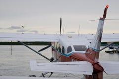 Het Vliegtuig van de vlotter in Alaska stock afbeeldingen
