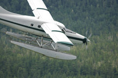 Het vliegtuig van de vlotter in de lucht Royalty-vrije Stock Foto's