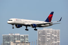 Het vliegtuig van Delta Air Lines Boeing 757-200 Royalty-vrije Stock Foto's