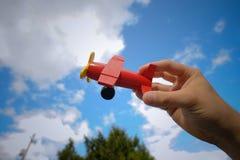 Het vliegtuig van het stuk speelgoed Stock Afbeeldingen