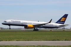 Het vliegtuig van Icelandair Boeing 757-200 Royalty-vrije Stock Foto's