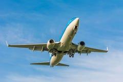 Het vliegtuig van KLM Airfrance Boeing 737 ph-BCD treft voor het landen voorbereidingen Royalty-vrije Stock Afbeeldingen