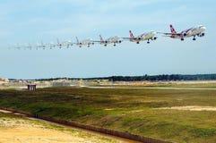 Het vliegtuig van luchtazië het landen Stock Afbeelding