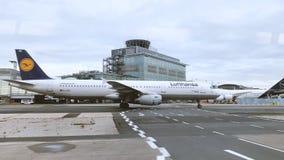 Het Vliegtuig van Lufthansa Regional Boeing stock videobeelden