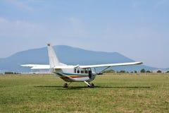 Het vliegtuig van Paratropper stock foto's