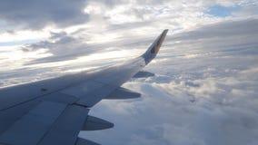 Het Vliegtuig van Tigerairtaiwan op de wolk stock foto's