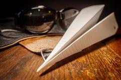 Het Vliegtuig van vliegeniershat goggles paper stock afbeeldingen