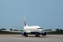 Het vliegtuigbeweging van de passagier op baan Stock Foto