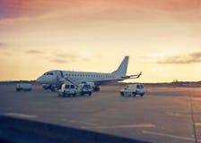 Het vliegveld van de avond royalty-vrije stock fotografie