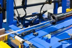 Het voeden reeks van geavanceerd technische en precisiecnc automatische pijp of buis buigende machine voor industrieel royalty-vrije stock foto