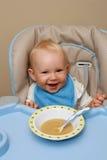 Het voeden tijd voor een baby Stock Afbeeldingen