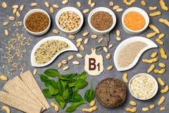 Het voedsel is bron van vitamine B1 royalty-vrije stock foto