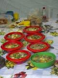Het voedsel in de kommen stock afbeeldingen