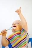 Het Voedsel van babys over Gezicht terwijl het Richten Stock Fotografie