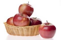 Het voedsel van de appel in een mand Stock Afbeeldingen