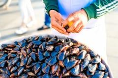 Het voedsel van de mosselenstraat in Istanboel royalty-vrije stock fotografie