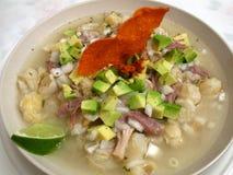 Het Voedsel van pozole-Mexicaan van het varkensvlees Royalty-vrije Stock Afbeeldingen