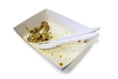 Het voedselafval op document platen met plastic messen en de vorken isoleren Royalty-vrije Stock Foto