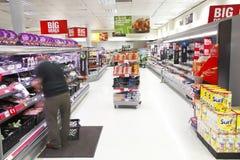 Het voedseleiland van de supermarkt royalty-vrije stock afbeeldingen