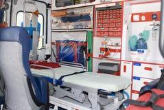 Het voertuig of de ziekenwagen van de noodsituatie met apparatuur royalty-vrije stock fotografie