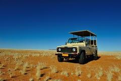 Het voertuig van de safari (Namibië) stock afbeelding