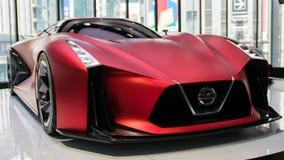 Het voertuig van de Visiegran Turismo van Nissan Concept 2020 op vertoning bij Nissan Crossing-toonzaal in stock fotografie