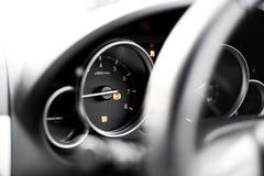 Het voertuigdashboard - autoanalyse - het licht van de tractiecontrole - DSC-licht - steekt IN HET BIJZONDER aan - ABS licht  royalty-vrije stock foto