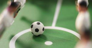 Het voetbal van de close-uplijst stock footage