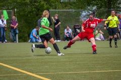 Het Voetbal van vrouwen Royalty-vrije Stock Afbeeldingen