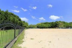 Het voetbalgebied van het zandstrand stock afbeelding