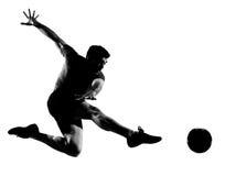 Het voetbalvoetbalster van de mens het vliegen het schoppen stock fotografie