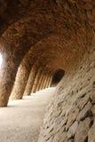 Het voetpad van Barcelona Colonnaded onder het rijwegviaduct Royalty-vrije Stock Foto
