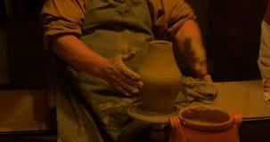 Het voetstuk van het pottenbakkerswiel stock video
