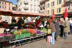 Het voetvierkant in het centrum van Lugano Stock Foto's