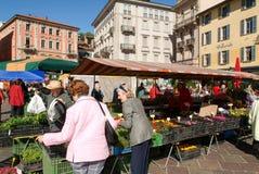 Het voetvierkant in het centrum van Lugano Stock Foto