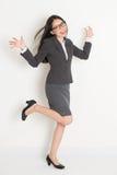 Het volledige lichaams Aziatische bedrijfsvrouw toejuichen Royalty-vrije Stock Foto